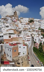 view on Arcos de la Frontera, a white village, Spain, Andalusia, Cadiz, Arcos De La Frontera.