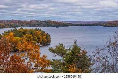 View on Fairy Lake from Lions Lookout in Hunstville. Typical landscape of the Muskoka region in Ontario