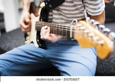 View on man who play on electric guitar