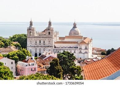Aussicht auf das Kloster Sao Vicente De Fora und das Nationalpantheon. Lissabon, Portugal.