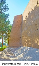 The view on tall clay Ghal'eh Jalali fortress wall and preserved tower on its corner, Kashan, Iran