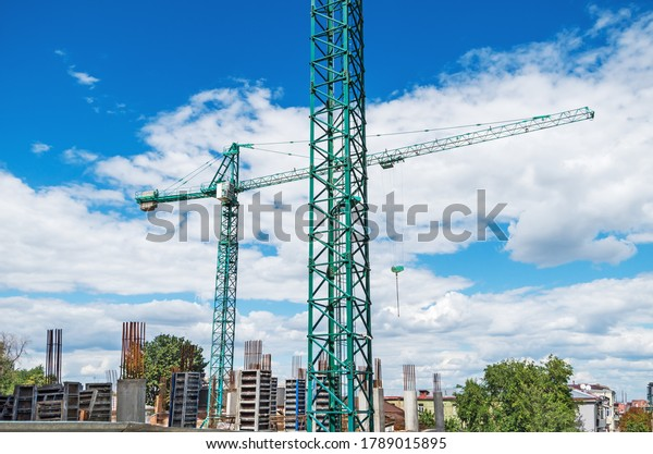 view-on-two-construction-cranes-600w-178
