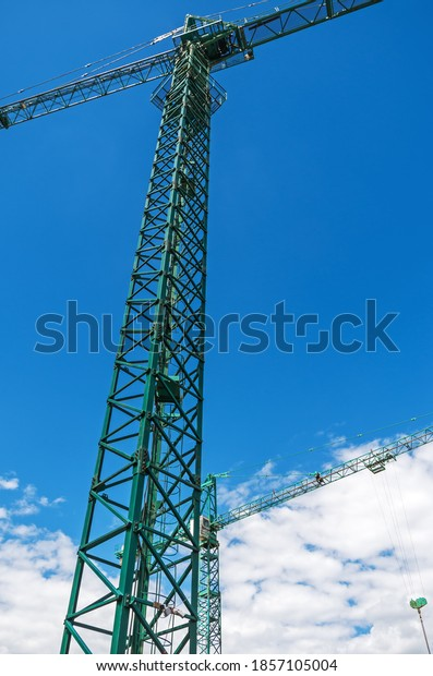view-on-two-high-construction-600w-18571