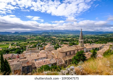 View on the village of Saint-Saturnin-les-Apt and the Luberon natural park. Provence, France.