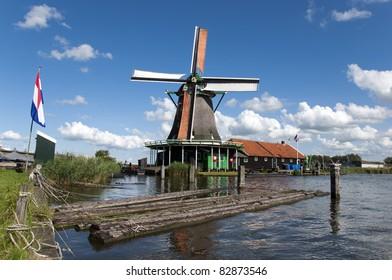 """View on windmill """"De Kat"""" at Zaanse Schans, Holland"""