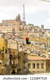 A view of one of the thousands of Sicilian traffic light systems.