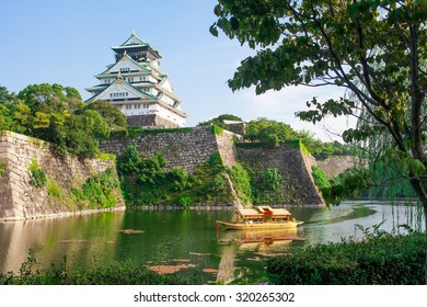 View of the Osaka castle surrounded by water.