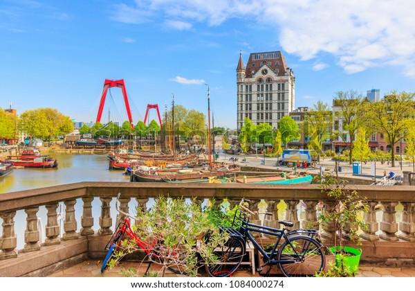 Aussicht auf Oude Haven in Rotterdam von einem Balkon aus