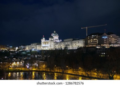View over the Aare river to the Federal Palace of Switzerland (Bundeshaus)