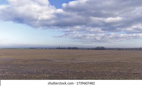 Vista de los campos de otoño cerca de la frontera polaca en el norte de la República Checa