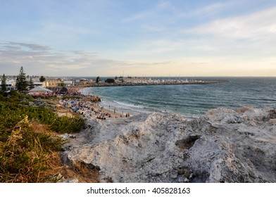View over Bather's Beach in Fremantle, Western Australia/Limestone: Bather's Beach/FREMANTLE,WA,AUSTRALIA-JANUARY 26,2016: Limestone rock and crowds at Bather's Beach in Fremantle, Western Australia