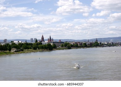 A view over the city of Mainz with its cathedral and the promenade along the river Rhine / Cityscape Mainz