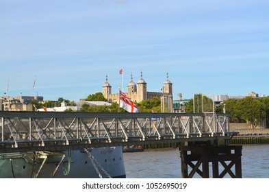 "View over the jetty of the museum ship ""Belfast"" to the Tower of London - London, Great Britain - 08/01/2015"