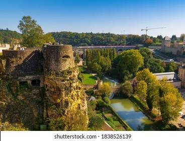 View over Luxembourg to the Parc de la Pétrusse and the casemates in autumn