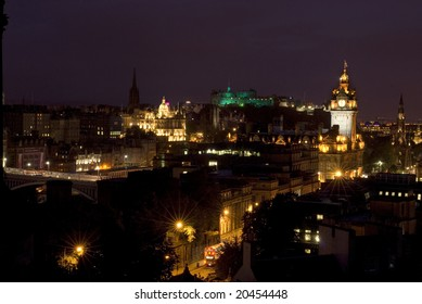 view over the roof tops of edinburgh city towards Edinburgh Castle