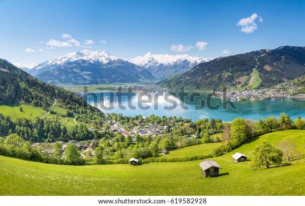 Blick über Zell am See im Sommer, Salzburg, Österreich