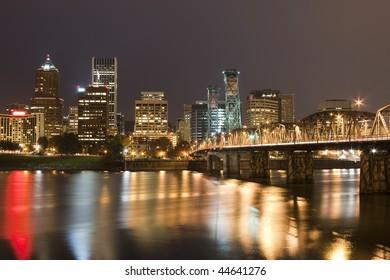 View of Portland, Oregon overlooking the willamette river.