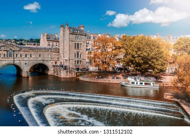 View of the Pulteney Bridge River Avon in Bath, England - Autumn colors