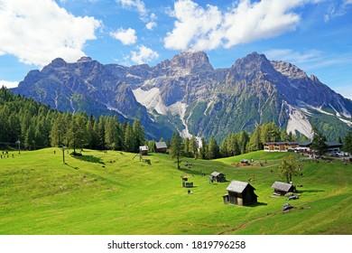 Blick auf die Roten Mauer in den Dolomiten