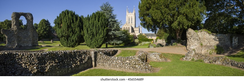 A view of the remains of Bury St Edmunds Abbey and St Edmundsbury Cathedral in Bury St. Edmunds, Suffolk.