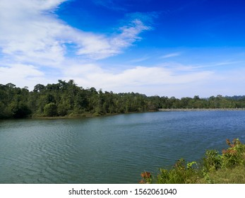 The view of the reservoir behind the mountains and the blue sky The atmosphere is suitable for relaxing, as an illustration or a background.