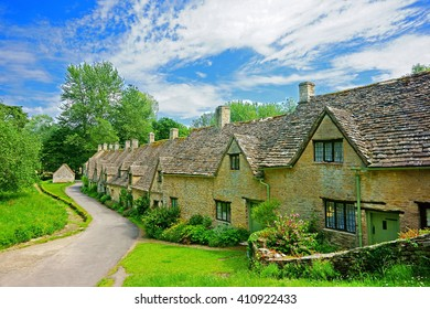 A view of the row of old English weavers cottages at Arlington Row on a beautiful summer day in the Cotswolds, Bibury, Gloucestershire, England, UK