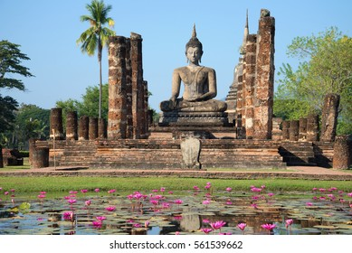 View of a sculpture of the sitting Buddha on ruins of the temple Wat Chana Songkram. Historical park of the Sukhothai city, Thailand