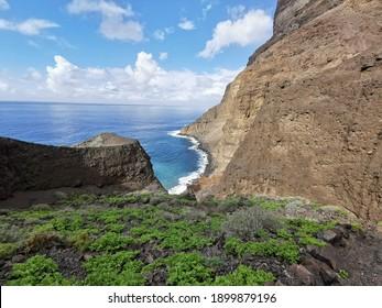 Blick aufs Meer vom Berg aus