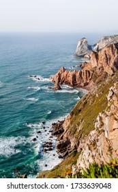 Blick auf das Meer vom westlichsten Punkt Europas, Cape Roca (Cabo Da Roca). Sintra, Portugal