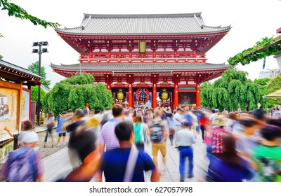 View of the Senso-ji temple in Tokyo with lots of visitors passing through.