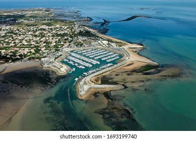 Vue du ciel depuis le port de plaisance de Saint-Denis-d'Oléron, commune de l'île d'Oléron, département de Charente-Maritime, région Poitou-charentes, France, Europe