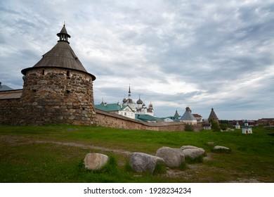 Vista del monasterio de Solovetsky en verano. Rusia