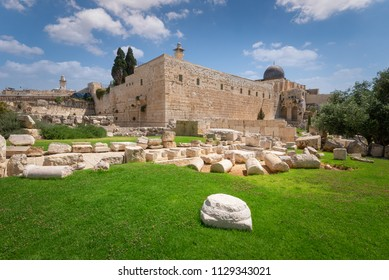 A view of the Temple Mount from the Davidson Archeological gardens.