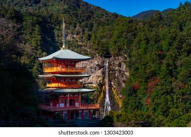 View of Three-Story Pagoda and Nachi Waterfall, Wakayama, Hapan