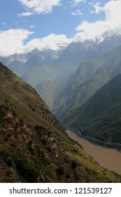 View of the Tiger Leaping Gorge, on of the most spectacular trekking in all China