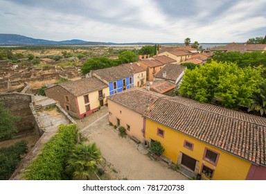 View of the town of Granadilla, old village abandoned by the flood of the Gabriel y Galán reservoir. Cáceres, Extremadura. Spain