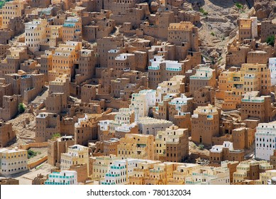View to the traditional mud bricks buildings in Seiyun town in Hadramaut valley, Yemen.