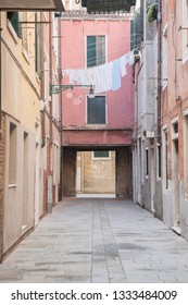 """View of Venitian alleys called """"Calle"""" - Venice (Italy)"""
