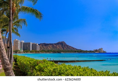 View of Waikiki Beach and Diamond Head in Honolulu, Hawaii, USA