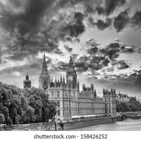 View of Westminster Palace at sunset from the other side of Thames.