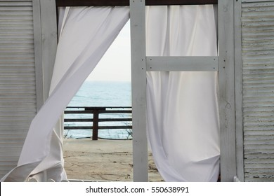 The view in to the windows of the ocean. House of the sea.