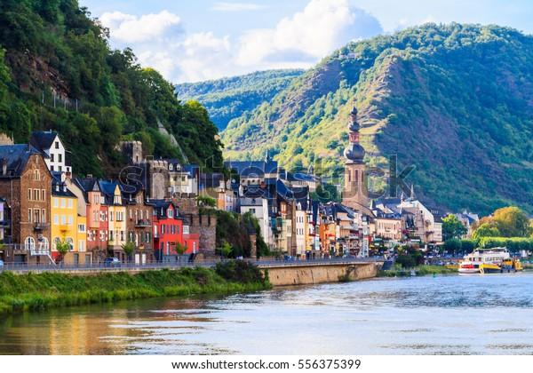 Aussicht auf die Weinstadt Cochem an der Moselle in Deutschland