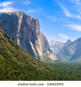 View of Yosemite Valley from Tunnel View point. Bridal veil falls, El Capitan and Half Dome can be seen.