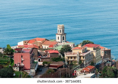 Viewpoint on the Sorrento coast group of houses with sea views