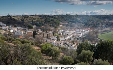 Aussicht auf Olmeda de las Fuentes, ein kleines Dorf in der Provinz Madrid, Spanien