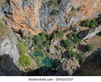 Blick auf den Jucar Fluss von Ventano del Diablo, Serrania des Cuenca Naturparks, Provinz Cuenca, Spanien