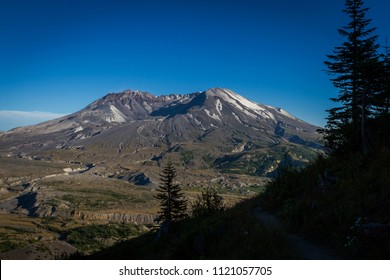 Views of the volcanoic crater at beautiful Mount St. Helens National Volcanic Monument in Washington State, U.S.A.