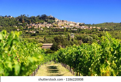 Village of Bonnieux in Provence overlooking the vineyards. France