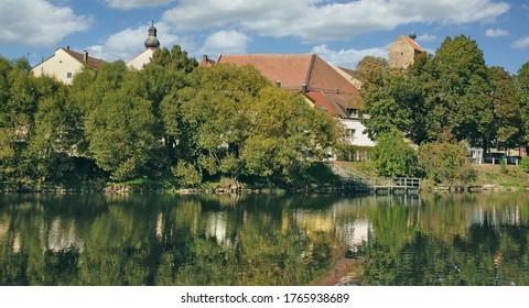 Dorf Cham am Regen River im Bayerischen Wald, Deutschland