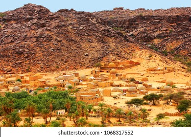 Village of Mhaireth and oasis, Adrar Plateau and Atar Area and desert, Mauritania, Africa